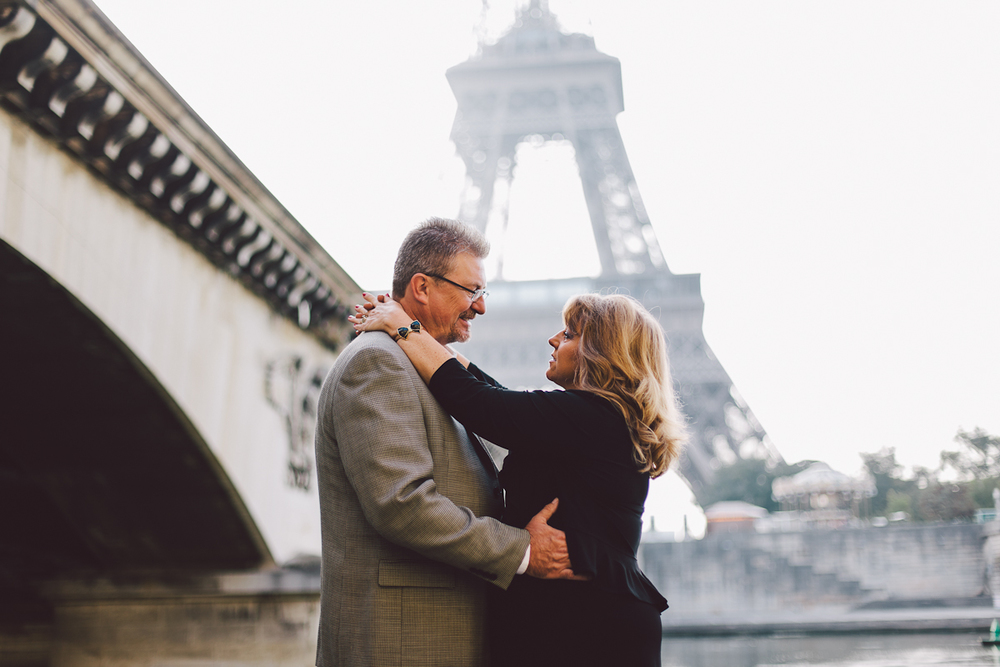 Vacation photographer Paris. Romantic Anniversary in Paris