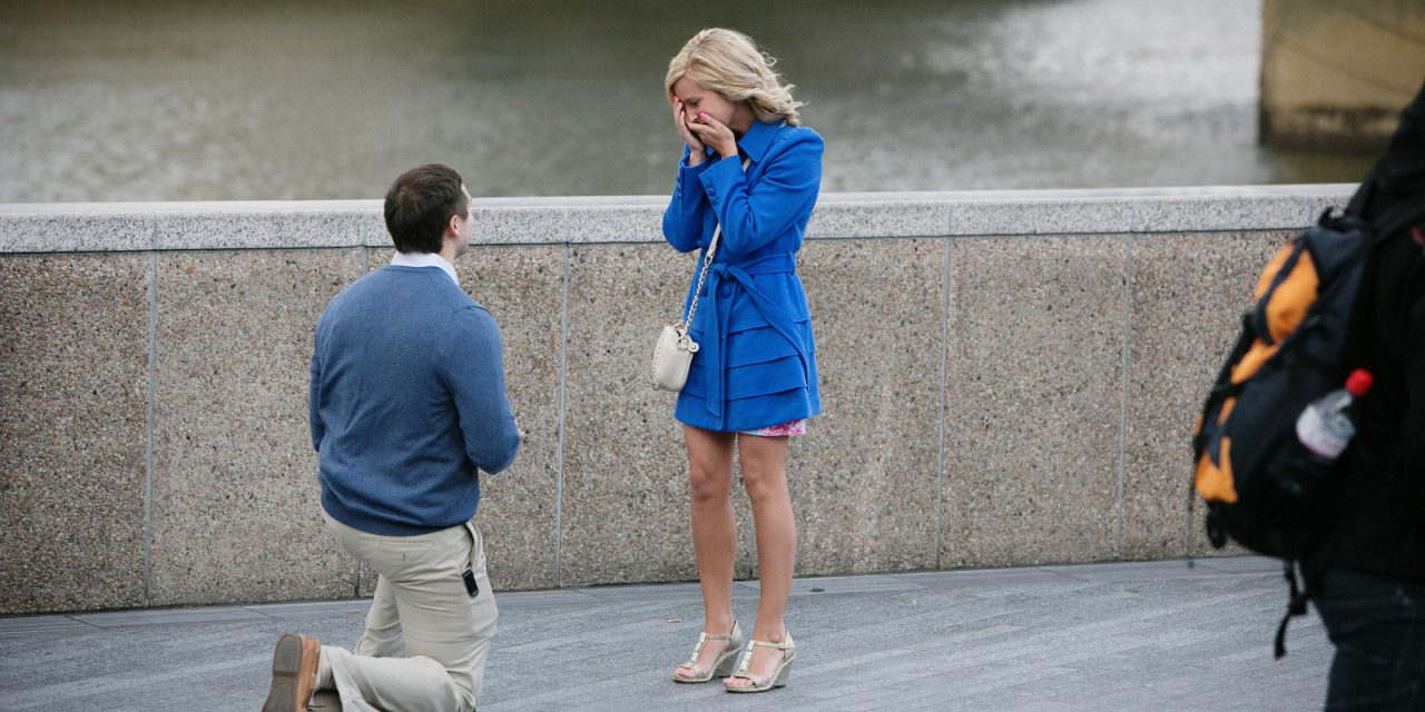 Surprise Proposal at Tower Bridge in London   London Proposal Photographer Packages