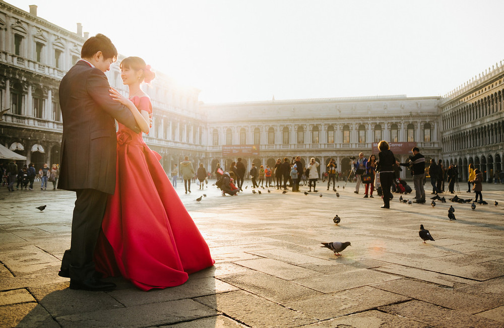 Tomoyasu & Midori keep the romance going long after the wedding in venice