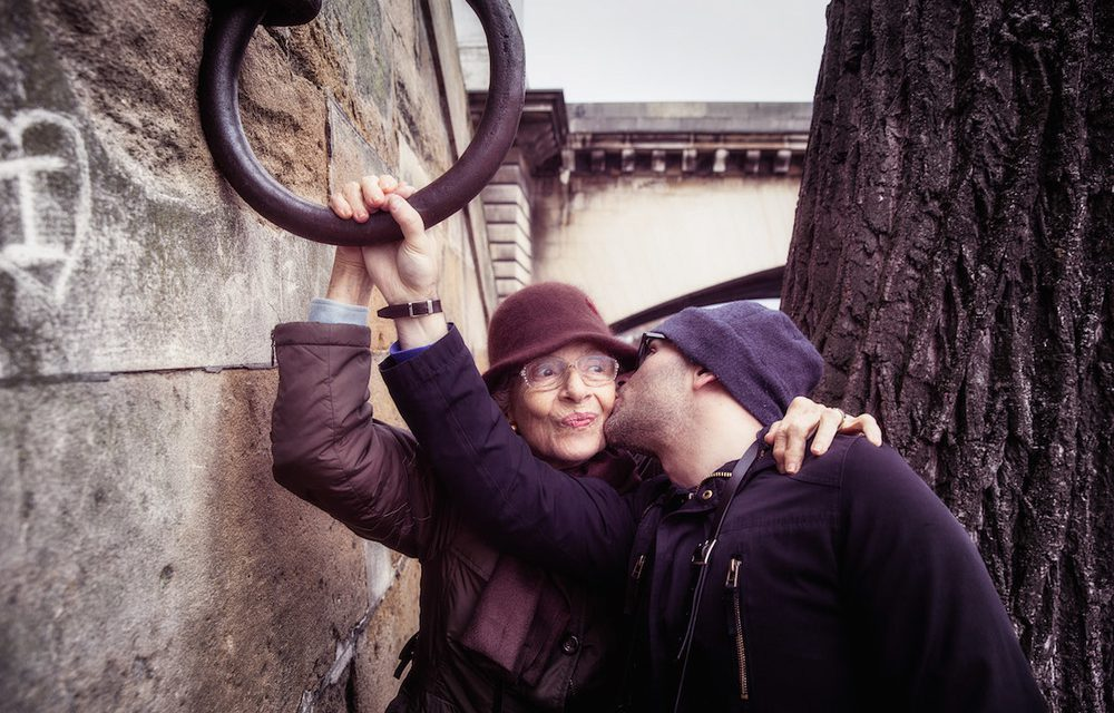 A Flytographer & his Mum in Paris