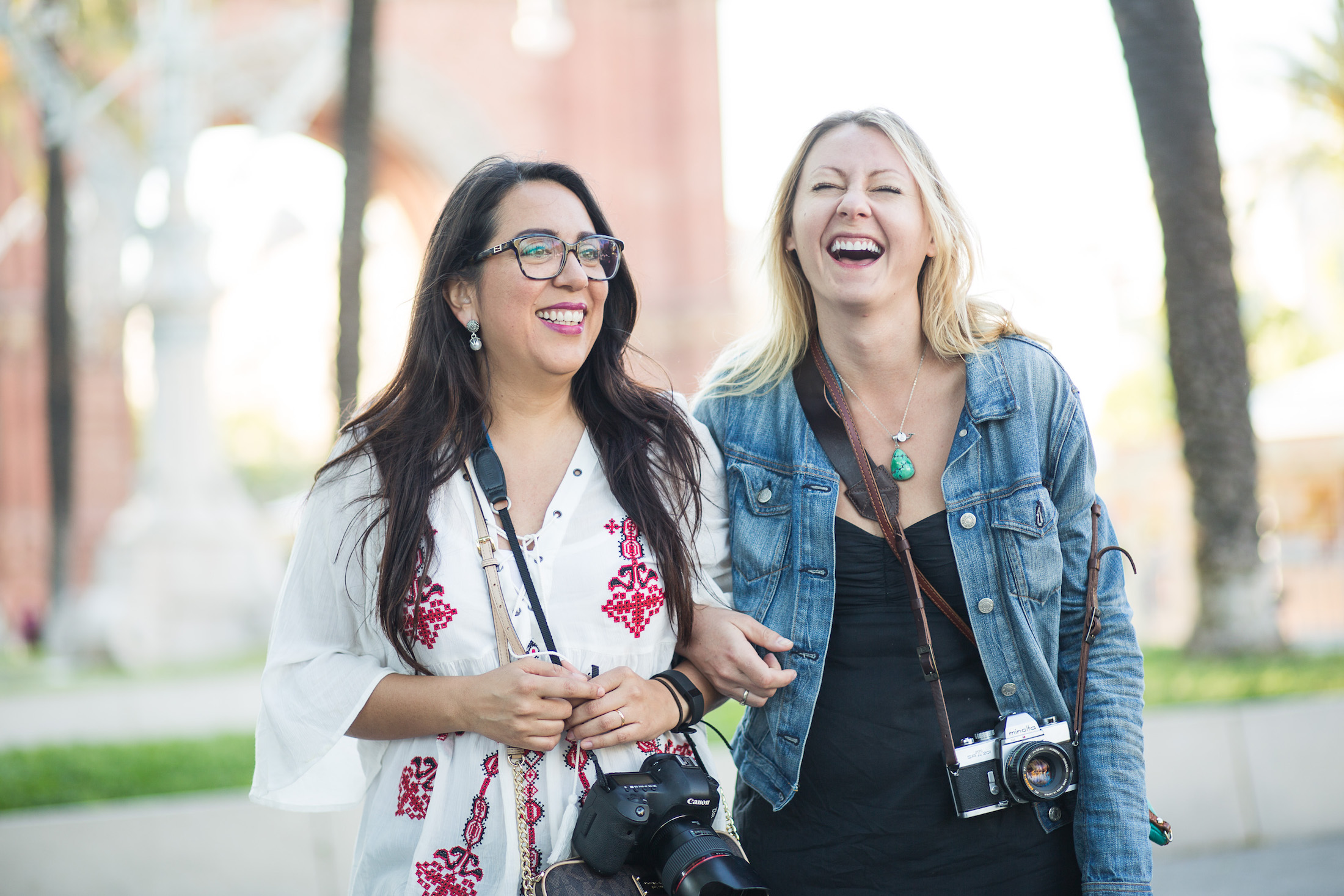 Marian from Lake Como & Erin from Maui enjoying a laugh. Flytographer:  Johnny