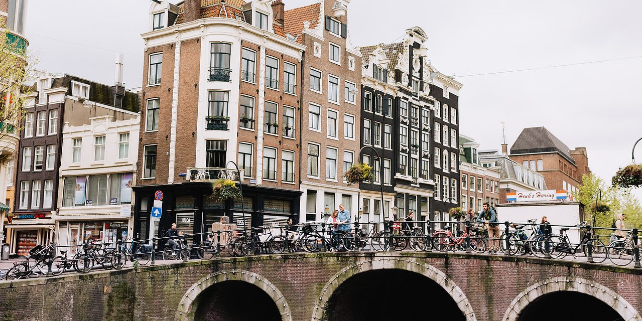 30 Photos of Amsterdam's Fairytale Canals