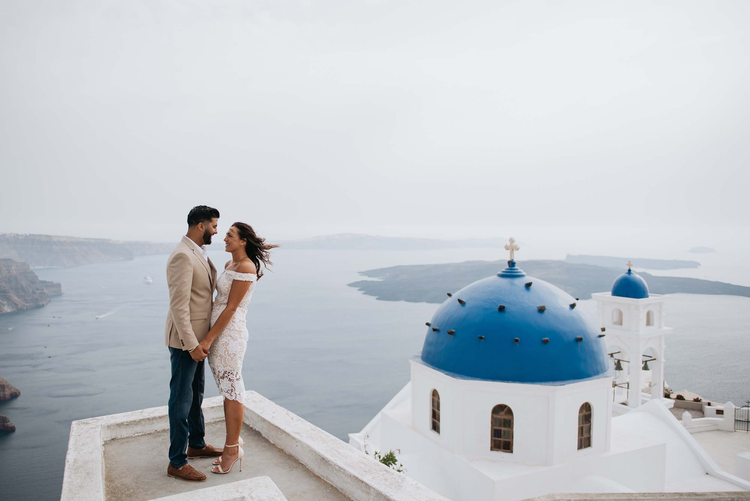 Flytographer Kimon in Santorini