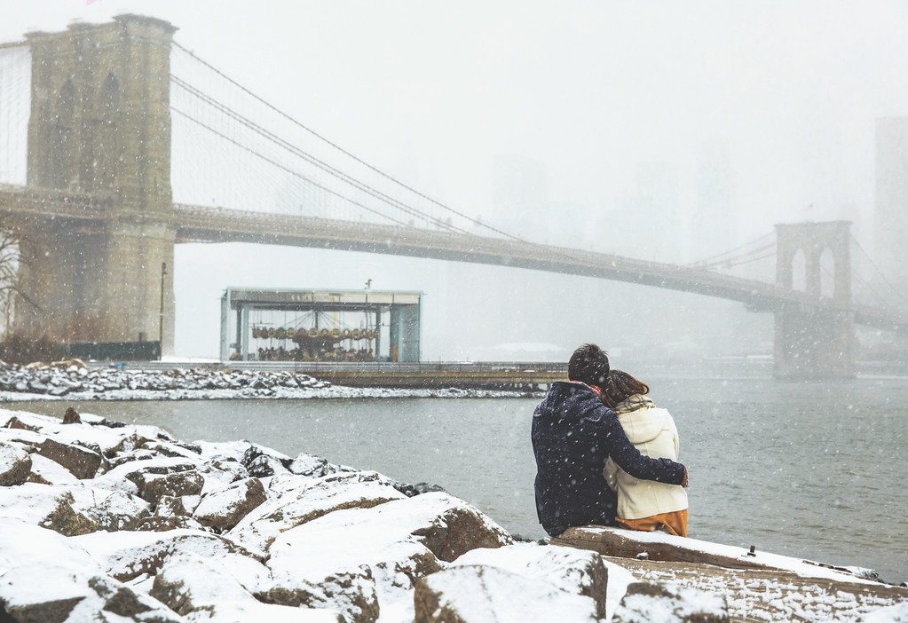 Taking in the snowy view of Brooklyn Bridge. (Photo: Flytographer Armando in New York City)